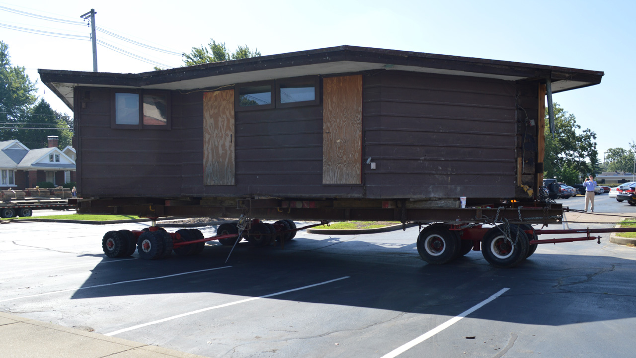 Peters-Margedant house on moving trailer
